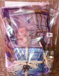 Комплект книга, копринен шал, лавандулова вода, кутия с късмети и кристал от о. Самотраки. Цена 45 лв.
