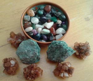 Зелен фуксит -2 бр. по 0 лв., арагонит спътник 4 бр. по 15 лв. и полирани малки кристали по 0.70 лв. /брой или цяла паничк за 30 лв. / 50 бр.