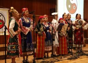 Българските песни, танци и традиции.