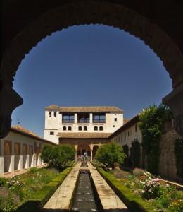 Алхамбра- паметник на хармонията основана на геометрични форми вплетени в перфектна архитектура. Снимка: Владимир Джувинов, Алхамбра, Гранада, Андалусия