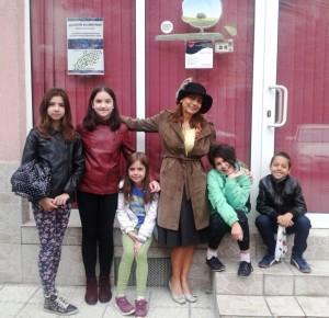 Великолепните деца от групата и ...Котаракът в Чизми :)