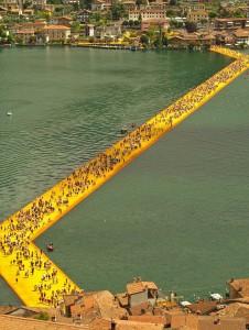 Плаващите кейове на езерото Изео-оригинално, гениално, вдъхновяващо преживяване. Christo&Jeanne Calude