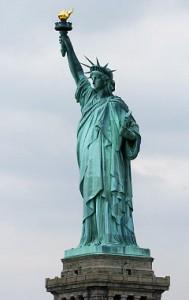 Статуята на Свободата носи факела на Светлината,  държи закона и е здраво стъпила на земята.