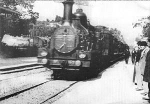 Първите филми от преди 120 години са показвали движещи се обекти. Кадрите с локомотив, който се движи насреща, са карали зрителите в залата да бягат с писък. Посланието на Вселената- гледай на живота си и преживявай, но не се вживявай.